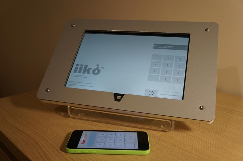 Сенсорный моноблок на базе планшетного компьютера с модулем мобильной связи